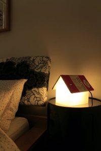 lampe de chevet design repose livre Suck UK