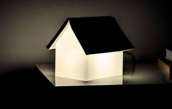 lampe de chevet porte-livre design minimaliste suck uk