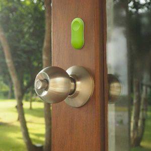 alarme antivol GuardPeanut sur une porte