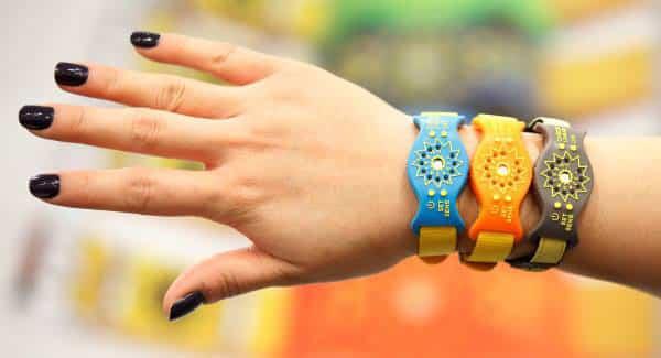 capteur bracelet UV Sunfriend contre les dangers exposition au soleil