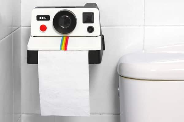 distributeur papier WC original et design Polaroid pour toilettes Polaroll