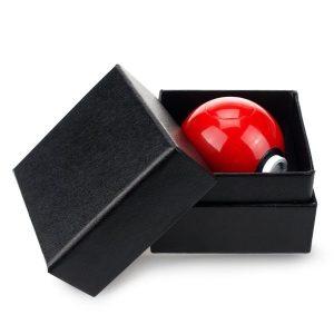 broyeur a herbe Pokeball dans sa boîte