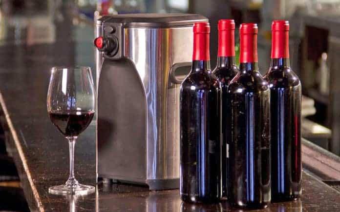 fontaine boxxle et bouteilles de vin